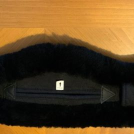 Mattes Crescent Black 75 cm Girth with Attached Sheepskin